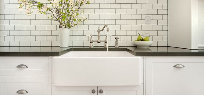 Acquello Fireclay Butler Sinks in White & Black - Traditional Farmhouse Belfast sinks | In Residence