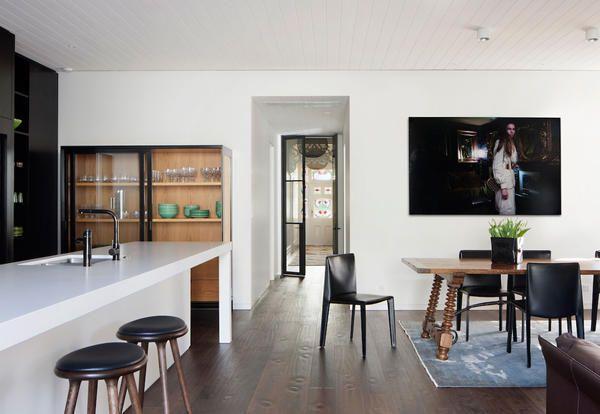 A Melbourne lo studio Hindley and Co abbina all'impianto ottocentesco cromie balck&white e una forte relazione con verde. Con risultati inaspettati.