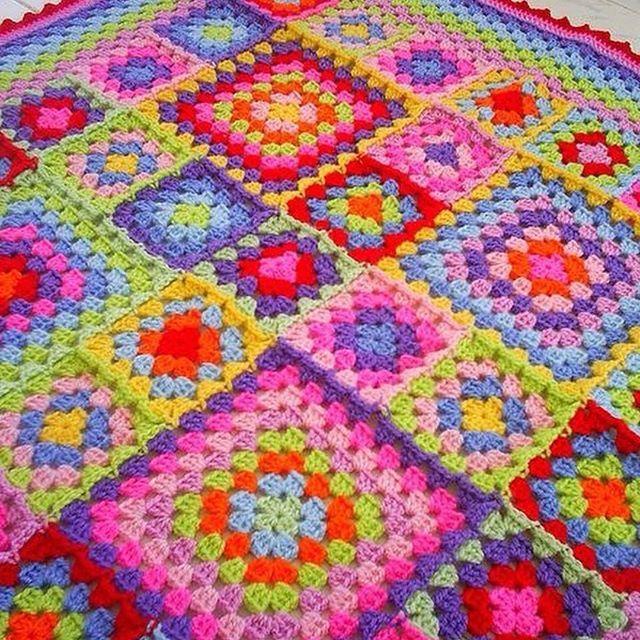 Linda Inspiração! Cores pra um dia cinzento como hj! Foto retirada da net. Não tenho a fonte. #croche #crochet #crochetaddict #crochetlove #crocheting #crocheted #crochetersofinstagram #crochetlover #crochetbaby #crochetlife #crochetblanket #crochetlovers #crochetpattern #square #squares #handmade #handmadewithlove #manta #blanket #feitoamao