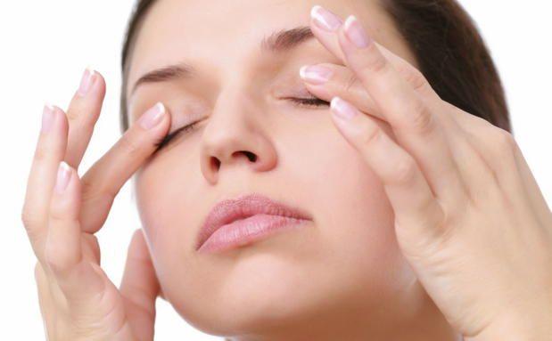 Wie du geschwollene Augen einfach wegmassierst