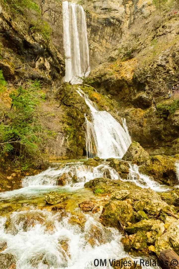 Nacimiento Del Río Mundo La Explosión De Agua Más Espectacular Guía De Viaje Rio Mundo Cascadas Gruta De Las Maravillas
