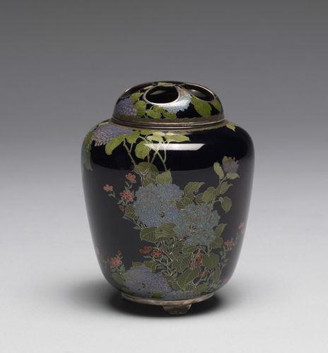 Incense Burner Decorated with Hydrangea by Namikawa Yasuyuki