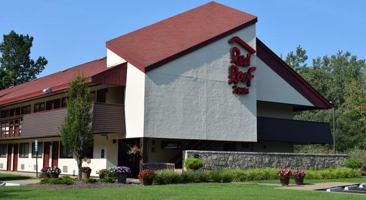 Red Roof Inn Buffalo Airport Williamsville Only 4 km from Buffalo Niagara International Airport, this contemporary hotel is conveniently located off Interstate 90 with restaurant and shopping options nearby.