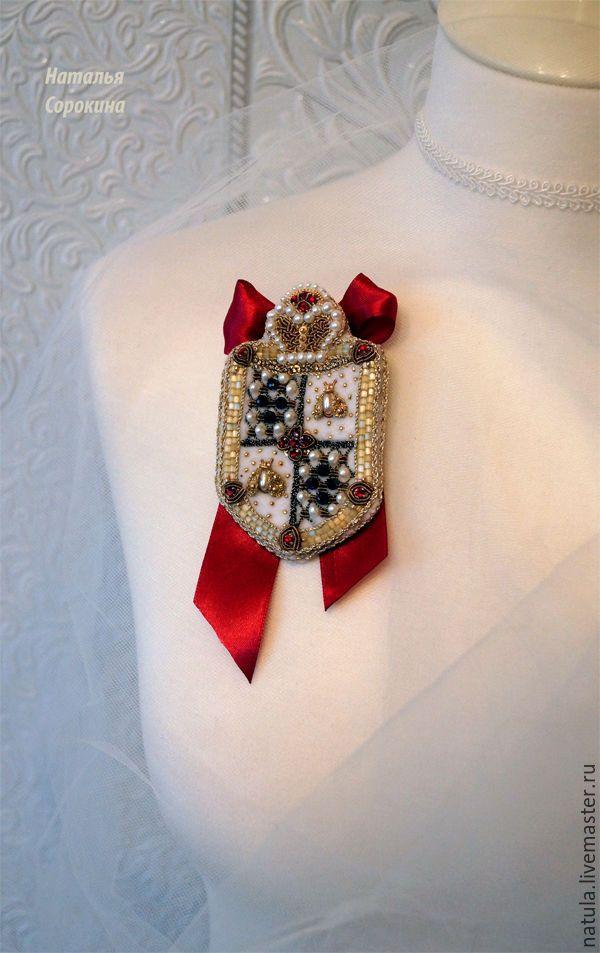 Купить Брошь-герб с пчёлками и атласной лентой - золотой, брошь-герб, герб, королева