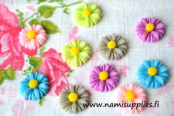ON SALE 40% Gray Flower Cabochons 10pcs  by NamiSupplies www.taikalandia.com https://www.etsy.com/shop/NamiSupplies
