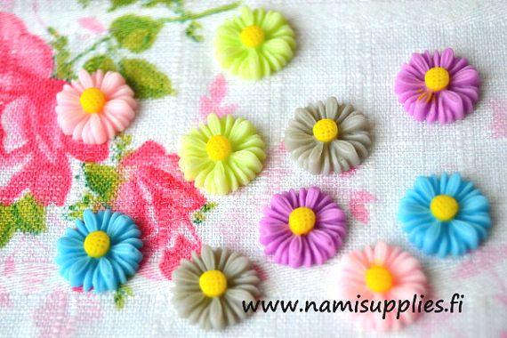 ON SALE 40% Gray Flower Cabochons 10pcs  by NamiSupplies www.taikalandia.com https://www.etsy.com/shop/NamiSupplies