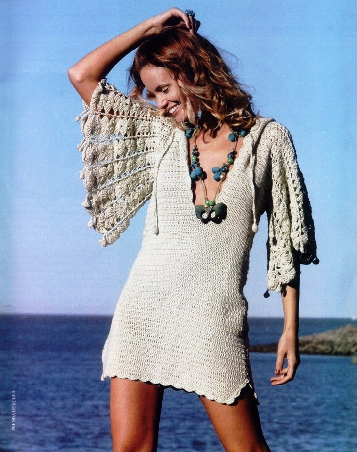 Pattern: Crochet Hooded Tunic with Bell Sleeves  http://3.bp.blogspot.com/-MYA7M7QWpwQ/TbjBL-7F0bI/AAAAAAAADV8/rWK0mr8nt7w/s1600/saida_praia_bege.jpg
