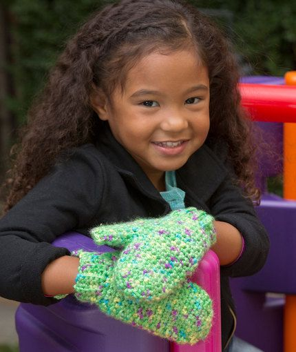 happy hands child mittens free crochet pattern from red heart yarns