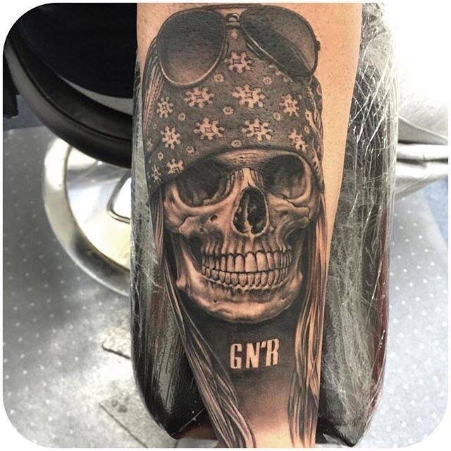 Skull AXL Rose tattoo