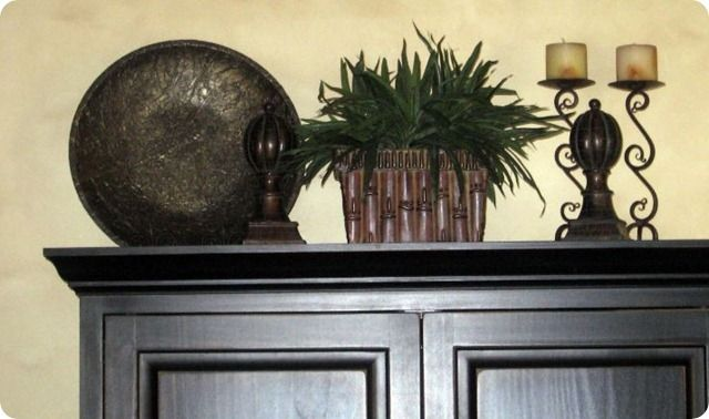 Love this arrangement for the top of my new entertainment center/hutch!