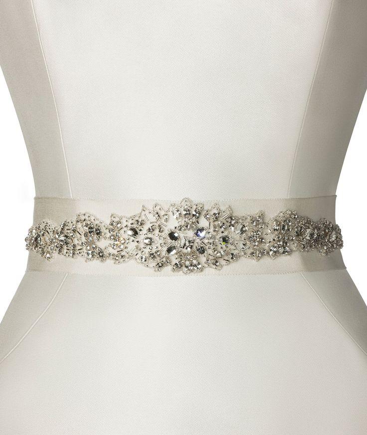 A Pronovias apresenta-lhe o seu cinto CINT.306 para vestidos de noiva. | Pronovias
