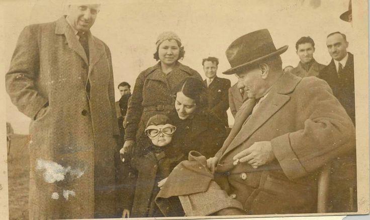 Atatürk, Sabiha Gökçen, Vasfiye Çukurluoğlu, Ülkü Adatepe Çukurluoğlu