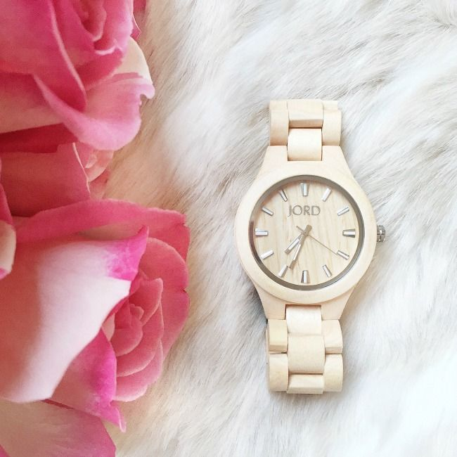 Want a stylish, unique watch that doesn't break the bank? This wood watch from @jordwoodwatches is incredibly beautiful!