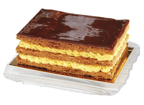Le Mille feuilles caramel  Une délicate pâte feuilletée, une crème légère pâtissière, le dessus caramélisé ou bien au sucre glace, selon votre goût.  www.stohrer.fr