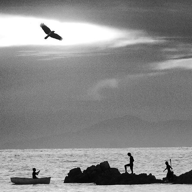 Three kids enjoying nature on Elba Island, Italy #elba #fineartphotography #artcollector #italia #bw #tuscany #ocean #nature #adventure #biancoenero #biancoeneroitalia