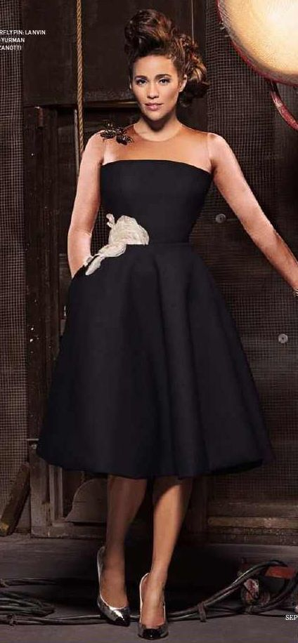 Paula Patton - inverted triangle. Need a replicate of this dress