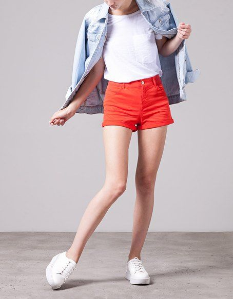 SHORTS for woman at Stradivarius online. Visit now and discover the SHORTS we have for you | Free returns.