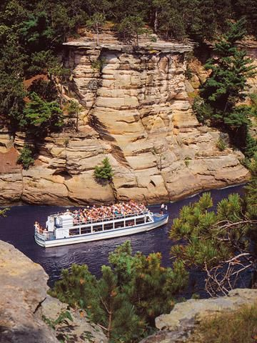 Wisconsin Dells via Midwest Living : Indoor and outdoor water parks are the big attraction for most families, but boat trips, two state parks and other attractions are worth a stop.