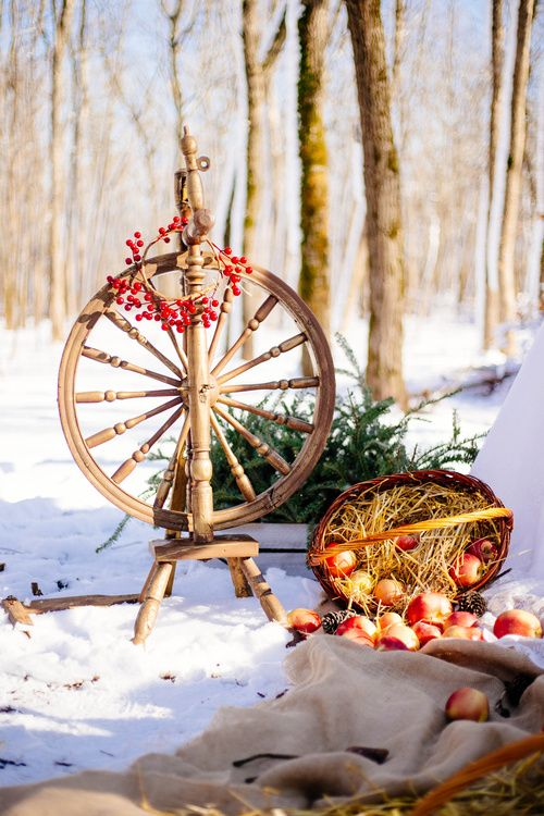 Russian winter wedding inspiration Khokhloma decoration