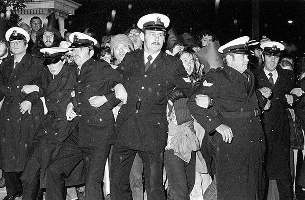 Whitlam Dismissal Protest, Melbourne 1976 | Rennie Ellis Photographic Archive