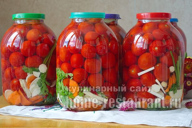 соленые помидоры на зиму в банках фото_5
