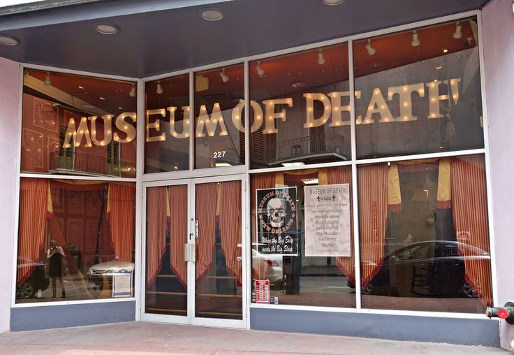 The Museum of Death in New Orleans (photo by the author for Hyperallergic)