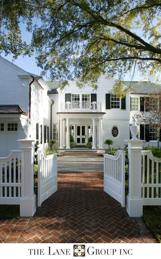 Beautiful exterior from Thomas Jefferson's place featuring chinese chippendale railings | Design Chic