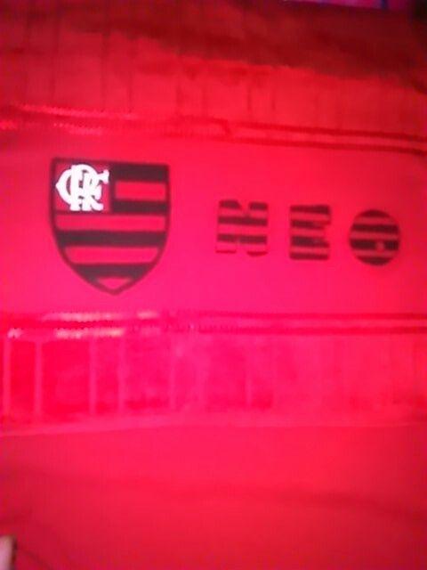 Pintura em pano de boca com símbolo do Flamengo.
