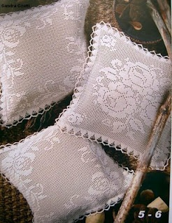 Filet crochet pillow with diagram Mais