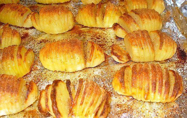 švédské pečené brambory s česnekem