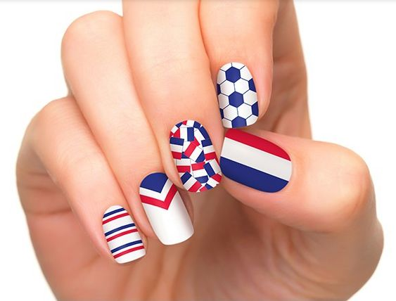 Nail art designs inspired in the World Cup 2014: France