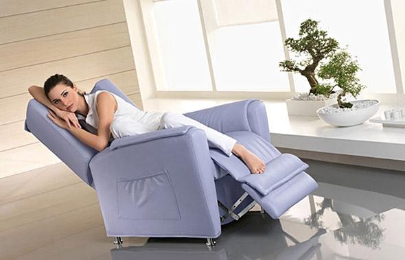 Attuale poltrona relax disponibile con sistema di massaggio Elicos, 100% made in Italy - Tino Mariani