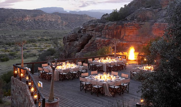 An extraordinary dining location, Embers is built into a natural ancient sandstone amphitheatre of giant boulders.