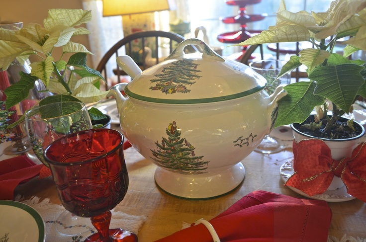 The #Spode Christmas Tree soup tureen really makes an impression when entertaining!