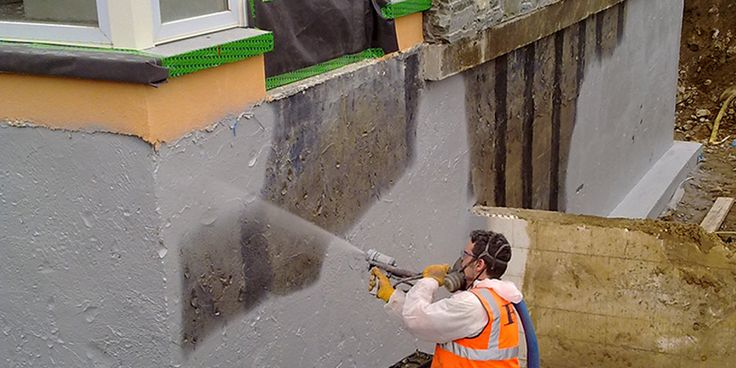 Temel perde su yalıtımı, konutlar ve yapıların su izolasyonu ile ilgili en önemli bölümüdür.Bu nedenle temel ve perde yalıtımları bir kez yapıldığından son derece dikkatli davranılmalı ve risksiz bir uygulama tercih edilmelidir.Perde yalıtımı yapılmayan bina depremde yıkılma riski ile karşı karşıyadır.Toprak altı sularının temel ve perde duvarlarına nüfuz etmesi sonucu hızlı şekilde korozyon oluşur.