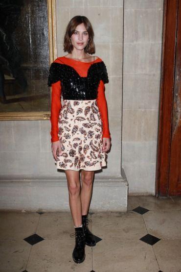Klasik Dior kadınına özgür bir yorum getiren Alexa Chung'dan stil ilhamı. Blenheim Sarayı'nda tanıtılan Resort 2017 koleksiyonuna giden Dior Express trenine binen Alexa Chung ile klasik Dior kadınının nasıl özgür bir Dior kızına dönüşebileceğini & devamı için >> http://vogue.com.tr/unlu-stili/ozgur-dior-kizi-alexa-chung