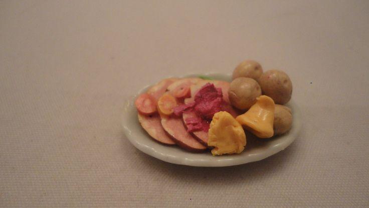 Skinkfat med potatis, kantareller mm skala 1:12 Dockskåp på Tradera.com