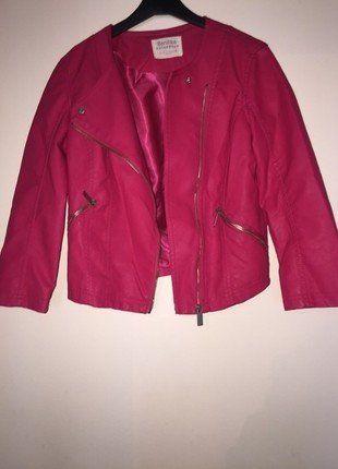 À vendre sur #vintedfrance ! http://www.vinted.fr/mode-femmes/autres-manteaux-and-vestes/31113845-jolie-veste-simili-cuir-manche-34-bershka-rose