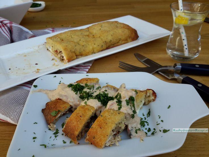 Zowel koud als warm is dit gevuld Italiaans brood om je vingers bij af te likken, Krakend vers uit de oven met de romige saus of koud met een frisse salade!