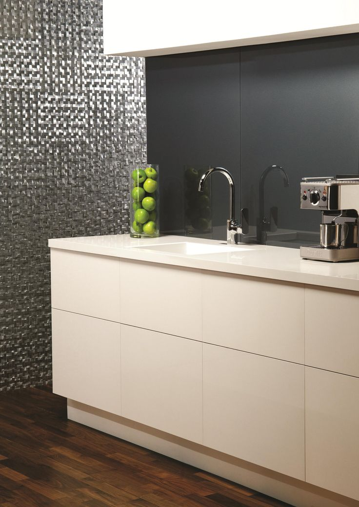 Metallic Merle is a beautiful choice of splashback for your home. Made from toughened safety glass, it's a hygienic and practical option for wet and cooking areas. You can also spy aluminium Torque mosaics in the background.