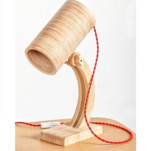 Designerska lampa wykonana ze sklejki projektanta Levarek. Kolorowy splot kabla dodatkowo ożywią tą lampę. LAmpa idealna do pokoju dziecka, oraz do nowoczesnego biura.