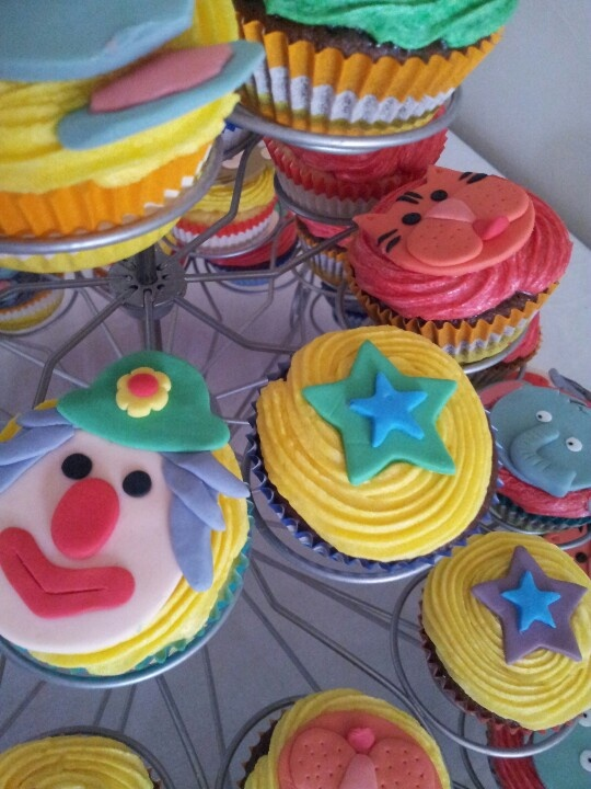 Yummo..kids Circus Party cup cakes. ♥♡♥♡♥♡♥★☆★♡♥