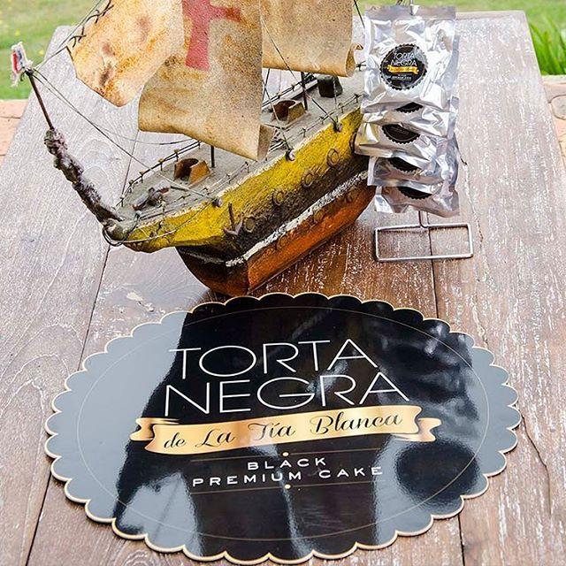 Sé feliz y disfruta cada mordisco de #TortaNegra sin pensar. ¡Es 90 por ciento…
