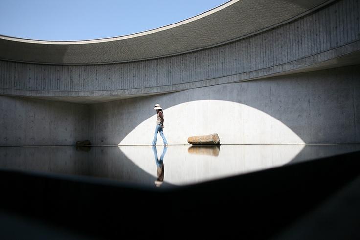 돌 미술관, 바람미술관, 물 미술관 등 이타미 준의 건축물을 둘러 보면서 재미있는 '코드'를 발견. 모든 건축물 어딘가에 하늘이나 외부로 열린 별도의 공간 혹은 틈이 있다. @ 비오토피아 물 미술관    Water Museum designed by Itami Jun @ Biotopia, Jeju Island, Korea