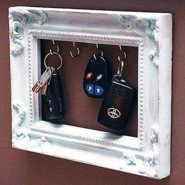 DIY Key Holder of Old Picture Frame...DIY Ideas To Brilliantly Reuse Old Picture Frames Into Home Decor. Very Creative! #ReuseofOldpictureframes #DIYrecyclepictureframes