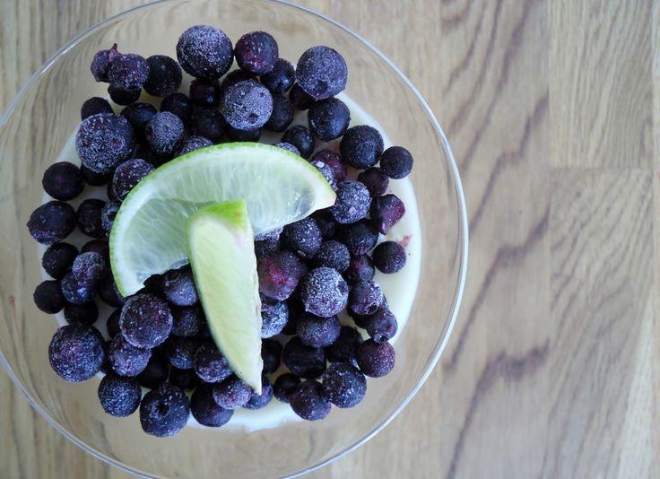 Pannacotta med lime & blåbär