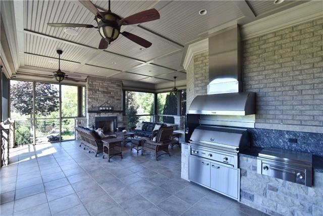 Outdoor kitchen and living area,  just need a hamak and I could live in this…