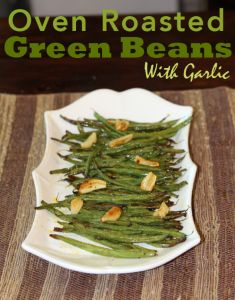 Oven Roasted Green Beans with Garlic and more of the best paleo Thanksgiving recipes on MyNaturalFamily.com #paleo #thanksgiving