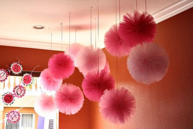 Tulle pom poms baby room ideas pinterest for Pom pom room decor