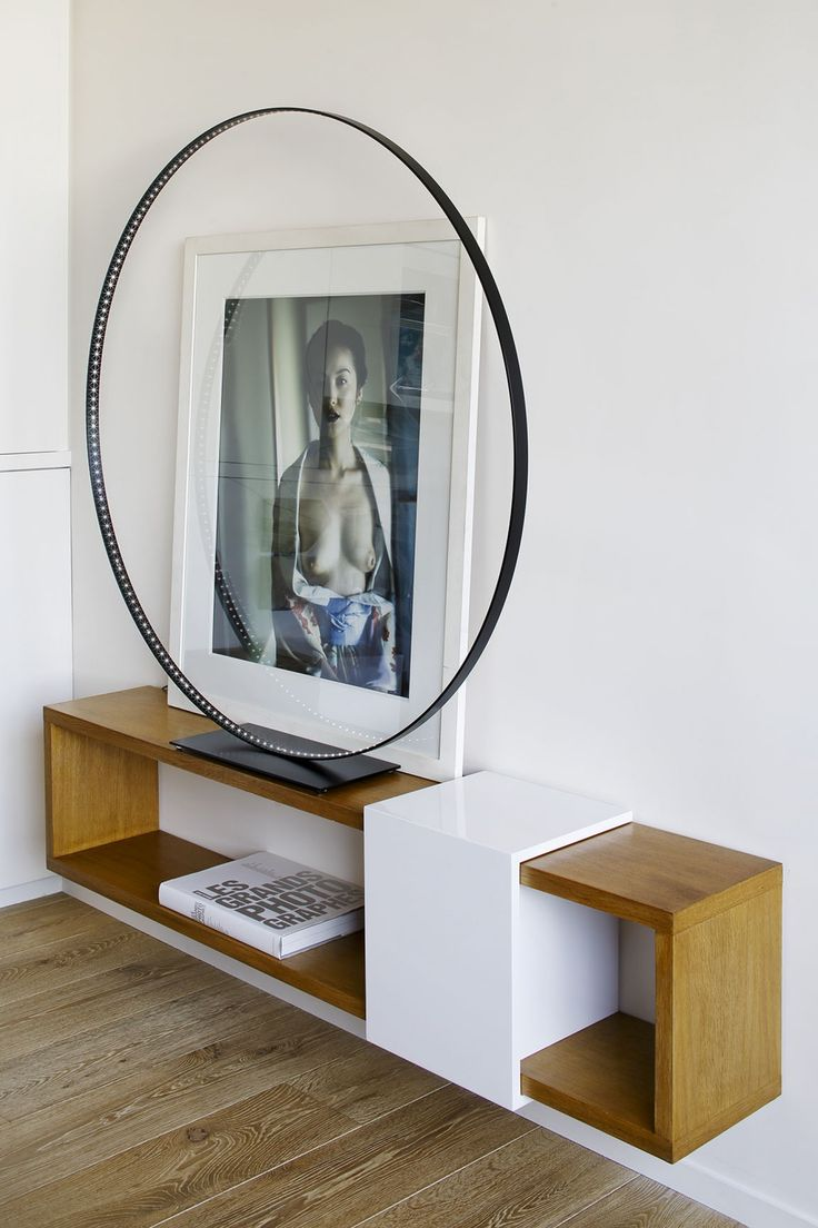   P   Entry Foyer art and wall mounted console http://www.sarahlavoine.com/fr/projets/hotel-particulier-paris-7eme